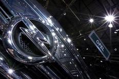 """<p>Le conseil de surveillance d'Opel, la filiale européenne déficitaire de General Motors, a approuvé jeudi un plan de redressement à moyen terme prévoyant notamment des investissements """"massifs"""" dans sa gamme de véhicules. /Photo prise le 6 mars 2012/REUTERS/Valentin Flauraud</p>"""