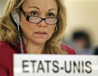 <p>Imagen de archivo de Eileen Donahoe, embajadora de Estados Unidos ante el Consejo de Derechos Humanos de Naciones Unidas, durante una sesión especial sobre Siria en Ginebra, jun 1 2012. El principal órgano de derechos humanos de Naciones Unidas reconoció el jueves por primera vez el derecho de las personas a la libertad de expresión en internet y pidió a todos los países que lo protejan. REUTERS/Denis Balibouse</p>
