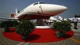<p>Dassault Aviation est confiant dans sa capacité à livrer comme prévu 65 jets d'affaires environ cette année, malgré le ralentissement économique aux Etats-Unis et en Asie et la crise qui se poursuit en Europe. /Photo d'archives/REUTERS/Bobby Yip</p>