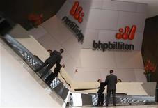 <p>BHP Billiton a fait état d'une forte croissance de sa production de minerai de fer au titre de son quatrième trimestre fiscal (avril-juin). /Photo d'archives/REUTERS/Mick Tsikas</p>