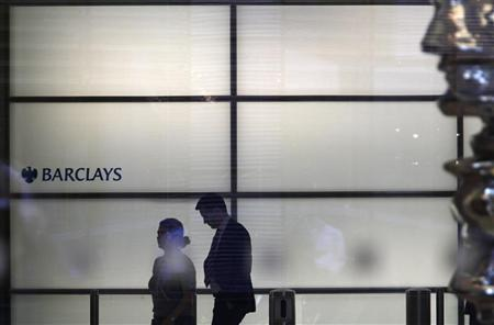 People walk inside Barclays Bank's headquarters in the financial district of Canary Wharf, east London, July 3, 2012. REUTERS/Andrew Winning