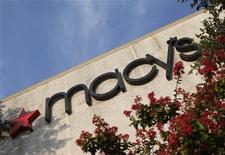 <p>Le distributeur américain Macy's a enregistré un bénéfice en hausse au deuxième trimestre et a annoncé le relèvement de ses prévisions de résultats annuels. /Photo d'archives/REUTERS/Jessica Rinaldi</p>