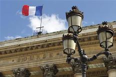 <p>Les principales Bourses européennes ont ouvert en légère hausse jeudi, dans un climat attentiste mais toujours marqué par l'espoir de nouvelles mesures de soutien de la part des banques centrales. À Paris, le CAC 40 progresse de 0,62% à 3.459,57 points vers 09h40. /Photo d'archives/REUTERS/Charles Platiau</p>