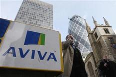 <p>L'assureur britannique Aviva fait état d'une baisse de 10% de son bénéfice au premier semestre, invoquant les coûts liés à la mise en oeuvre de sa réorganisation stratégique. /Photo d'archives/REUTERS/Stephen Hird</p>