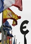 <p>Les perspectives des économies les plus vulnérables de la zone euro se sont considérablement assombries depuis le mois de juin et l'Espagne sera probablement candidate à un plan de sauvetage de l'Union européenne (UE) d'ici quelques mois, selon les résultats d'une enquête Reuters réalisée auprès d'économistes. /Photo d'archives/REUTERS/François Lenoir</p>