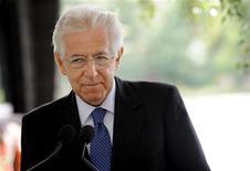 <p>Les difficultés économiques de l'Italie ne sont pas aussi graves qu'elles l'étaient voici un an et la fin de la crise se rapproche, estime le président du Conseil italien Mario Monti. /Photo prise le 1er août 2012/REUTERS/Mikko Stig/Lehtikuva</p>