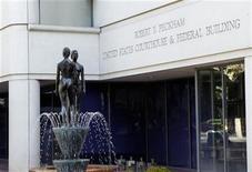 <p>Exterior de la corte federal donde se realiza el juicio entre Apple y Samsung en San Jose, California. 22 de agosto, 2012 REUTERS/Robert Galbraith (ESTADOS UNIDOS - TECNOLOGIA)</p>