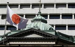 <p>Siège de la Banque du Japon, à Tokyo. Le gouvernement japonais a abaissé sa perception de l'économie pour la première fois depuis octobre 2011, invoquant les effets du ralentissement mondial sur ses exportations et sur sa production industrielle. /Photo d'archives/REUTERS/Yuriko Nakao</p>