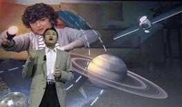 """<p>Le PDG de Sony, Kazuo Hirai, mercredi lors d'une conférence de presse à Berlin. Le groupe japonais a dévoilé mercredi une nouvelle version de sa tablette désormais présentée sous la marque """"Xperia"""" afin d'unifier sa gamme de produits mobiles. Photo prise le 29 août 2012/REUTERS/Tobias Schwarz</p>"""