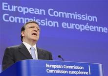 <p>Le président de l'exécutif communautaire, José Manuel Barroso. La Commission européenne va proposer la semaine prochaine aux Etats de la zone euro d'accorder à la Banque centrale européenne (BCE) le pouvoir de réglementer, de sanctionner et éventuellement de fermer des banques dans le cadre du projet d'union bancaire censé contribuer à résoudre la crise de la dette. /Photo prise le 18 juillet 2012/REUTERS/Yves Herman</p>