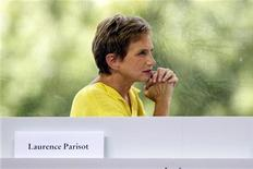 <p>Laurence Parisot, la présidente du Medef, a jugé mardi inquiétante la volonté du gouvernement français d'augmenter les impôts pour dégager 30 milliards d'euros dans le cadre du budget 2013. /Photo prise le 29 août 2012/REUTERS/Charles Platiau</p>