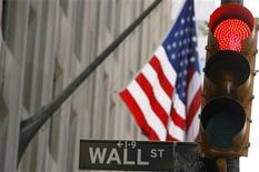 <p>Wall Street reste orientée à la baisse mardi à l'ouverture, pour la deuxième séance consécutive, poursuivant sa consolidation après son envolée de près de 7% depuis le début août. Dans les premiers échanges, le Dow Jones abandonne 0,20%, le S&P cède 0,23% et le Nasdaq-100 reflue de 0,20%. /Photo d'archives/REUTERS/Lucas Jackson</p>