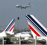 <p>La finalisation de la commande d'Air France de 25 long-courriers Airbus A350, passée il y a un an, pourrait prendre encore plusieurs mois en raison de discussions avec Rolls-Royce sur l'entretien des moteurs, estime le PDG d'Air France-KLM Alexandre de Juniac. /Photo d'archives/REUTERS/Charles Platiau</p>