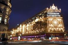 <p>Les Galeries Lafayette ont exercé leur option de vente de leur participation de 50% dans LaSer Cofinoga à BNP Paribas afin de simplifier l'actionnariat du spécialiste du crédit à la consommation. /Photo d'archives/REUTERS/Charles Platiau</p>