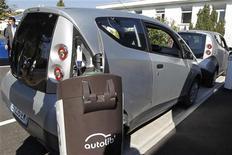 <p>Autolib, le service francilien d'autopartage de voitures électriques exploité par le groupe Bolloré, devrait être rentable dès le printemps 2014, soit avec quatre ans d'avance, a déclaré Vincent Bolloré au Mondial de l'automobile à Paris. /Photo d'archives/REUTERS/Charles Platiau</p>
