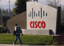 <p>A l'issue d'une enquête interne sur des ventes illégales par ZTE de matériel Cisco en Iran, Cisco Systems a mis fin à un partenariat commercial avec le fabricant de matériel de télécommunications chinois. /Photo d'archives/REUTERS/Robert Galbraith</p>