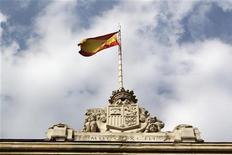 <p>Le Fonds monétaire international estime que le déficit espagnol devrait atteindre 7% du PIB en 2012 puis 5,7% en 2013, à comparer à des objectifs de respectivement 6,3% et 4,5% convenus avec l'Union européenne. /Photo d'archives/REUTERS/Andrea Comas</p>
