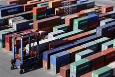 <p>Le net rebond des importations au mois d'août, lié en particulier aux achats énergétiques, a accru le déficit commercial de la France à 5,286 milliards d'euros après 4,062 milliards en juillet. /Photo d'archives/REUTERS/Christian Charisius</p>