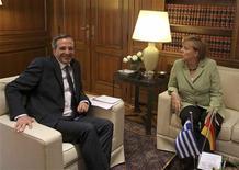 <p>Le Premier ministre grec Antonis Samaras, recevant mardi à Athènes pour la première fois la chancelière allemande Angela Merkel, a assuré que son pays respecterait ses engagements financiers et voulait rester dans l'euro, malgré tous les sacrifices que cela implique. /Photo prise le 9 octobre 2012/REUTERS/Thanassis Stavrakis/POOL</p>