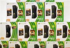 <p>Imagen de archivo de unas consolas de videojuegos Xbox 360 en una tienda minorista de Microsoft en San Diego, ene 18 2012. Microsoft anunció el lunes que Xbox Music, un servicio de música digital para competir con el iTunes de Apple y el Cloud Player de Amazon.com, estará disponible el martes para sus consolas Xbox. REUTERS/Mike Blake</p>