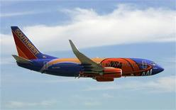 <p>Southwest Airlines, compagnie aérienne américaine, renoue avec les bénéfices au troisième trimestre, mais ses coûts ont augmenté et le chiffre d'affaires a stagné. /Photo d'archives/REUTERS</p>