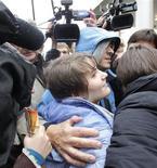 """<p>Yekaterina Samutsevich, integrante del grupo """"Pussy Riot"""", tras su salida de una corte en Moscú, oct 10 2012. La única integrante del grupo protesta ruso Pussy Riot que fue puesta en libertad tras la apelación llevó su caso al Tribunal Europeo de Derechos Humanos de Estrasburgo, dijo el viernes su abogado, tras acusar a las autoridades rusas de violar su derecho a la libertad de expresión y de detención ilegal. REUTERS/Maxim Shemetov</p>"""
