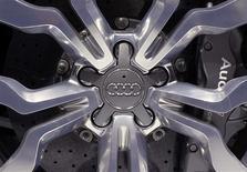 <p>Audi, la filiale haut de gamme de Volkswagen, table toujours sur un bénéfice d'exploitation en 2012 du même ordre que celui de 5,35 milliards d'euros réalisé en 2011. /Photo d'archives/REUTERS/Adnan Abidi</p>