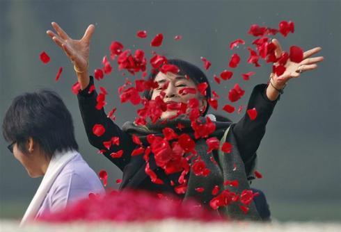 Suu Kyi visits India