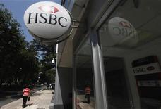 <p>La banque HSBC discute de la cession de sa participation dans l'assureur chinois Ping An, valorisée autour de 9,3 milliards de dollars (7,2 milliards d'euros), dans le cadre d'une stratégie de recentrage autour de ses activités traditionnelles. /Photo d'archives/REUTERS/Edgard Garrido</p>