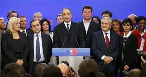 """<p>La confusion est totale lundi au sein de l'UMP, principal parti d'opposition français, dans l'attente d'une éventuelle proclamation du résultat de l'élection du président. Les deux rivaux, Jean-François Copé et François Fillon, se sont déclarés tous deux vainqueurs mais la commission chargée de les départager a interrompu le comptage en pleine nuit. Sur BFM TV, Jean-François Copé a accusé lundi le camp rival de """"bourrage d'urnes"""". /Photo prise le 18 novembre 2012/REUTERS/Benoît Tessier</p>"""