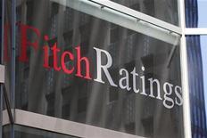 <p>Seule des trois grandes agences à noter encore la France AAA, Fitch Ratings pourrait à son tour la priver de cette note l'an prochain si Paris ne parvenait pas à atteindre ses objectifs budgétaires et si la croissance économique était inférieure aux prévisions. /Photo d'archives/REUTERS/Jessica Rinaldi</p>
