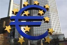 <p>La Banque centrale européenne (BCE) verrait bien la Commission européenne assumer de manière permanente la tâche de liquider les banques mal en point qui survivent surtout en se refinançant auprès d'elle. /Photo d'archives/REUTERS/Alex Domanski</p>