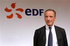 <p>Henri Proglio, PDG d'EDF. L'action a touché un plus bas historique en début de séance à la suite d'une décision du Conseil d'Etat qui aurait impliqué, selon Le Parisien, un remboursement de près de 8,8 milliards d'euros à ses clients. Le groupe a démenti et le titre accusait toujours vers 12h55 la plus forte baisse du CAC 40 (-2,73%) tandis que le CAC 40 progressait à la même heure de 0,9%. /Photo d'archives/REUTERS/Benoît Tessier</p>