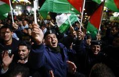 """<p>Foto de archivo de palestinos gritando arengas durante una congregación en la ciudad palestina de Ramallah en Cisjordania. 29 noviembre, 2012. REUTERS/Marko Djurica. La Asamblea General de Naciones Unidas, de 193 países, reconoció implícitamente el jueves por una abrumadora mayoría un Estado soberano de Palestina después que el presidente Mahmoud Abbas pidió al organismo mundial que emitiera un largamente esperado """"certificado de nacimiento"""".</p>"""