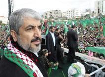 <p>Khaled Méchaal, le chef du mouvement islamiste palestinien, a affirmé samedi à Gaza que le Hamas ne reconnaîtrait jamais Israël et revendiquerait toujours la terre de Palestine dans sa totalité, à l'occasion des cérémonies marquant le 25e anniversaire de la fondation du Hamas et le début de la première intifada. /Photo prise le 8 décembre 2012/REUTERS/Ahmed Jadallah</p>