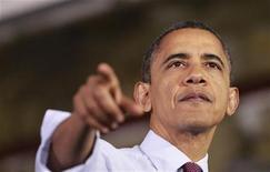 """<p>Barack Obama propose d'augmenter les recettes fiscales de l'Etat fédéral américain à hauteur de 1.200 milliards de dollars, notamment par le biais d'une hausse de l'impôt sur les revenus supérieurs à 400.000 dollars annuels, afin d'éviter le """"mur budgétaire"""" aux Etats-Unis, a-t-on appris lundi de source proche des négociations. /Photo prise le 10 décembre 2012/REUTERS/Jason Reed</p>"""