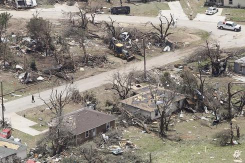Tornadoes tear through Texas