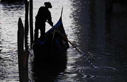 Building Venice's gondolas