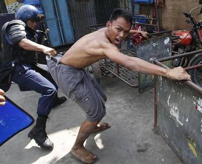 Manila slum demolished