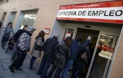 Agence pour l'emploi à Madrid. Le nombre de demandeurs d'emplois recensés en Espagne a diminué de 1.949 (0,04%) en février par rapport au mois précédent, revenant ainsi à 4,8 millions. Il s'agit de la première baisse enregistrée pour un mois de février depuis le début de la crise financière en 2007. /Photo prise le 4 mars 2014/REUTERS/Andrea Comas
