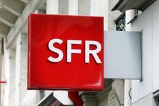 Selon Arnaud Montebourg, le ministre du Redressement productif, l'Etat sera particulièrement vigilant sur les questions liées à l'emploi et à l'investissement dans le cadre du projet de cession de SFR par le groupe Vivendi. /Photo d'archives/REUTERS/Charles Platiau