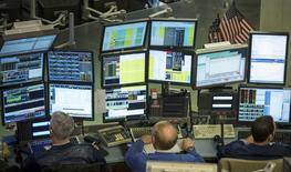 Wall Street a perdu près de 1,5% jeudi, les gains enregistrés en début de séance après des indicateurs macro-économiques américains jugés favorables ayant rapidement été effacés par la montée des tensions en Ukraine. L'indice Dow Jones a cédé 1,41%, le S&P-500 1,17% et le Nasdaq Composite 1,46%. /Photo prise le 11 mars 2014/REUTERS/Brendan McDermid