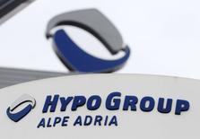 L'Autriche a décidé de mettre sur pied une structure de défaisance pour Hypo Alpe Adria, estimant que laisser la banque faire faillite aurait des conséquences incalculables. /Photo prise le 6 mars 2014/REUTERS/Heinz-Peter Bader