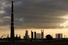 Selon l'Agence internationale de l'énergie (AIE), l'augmentation de la production de pétrole en Irak et dans d'autres pays devrait être largement suffisante pour répondre à une demande en hausse cette année et diminuer la pression sur les marchés en dépit d'un climat international tendu. /Photo d'archives/REUTERS/Claudia Daut
