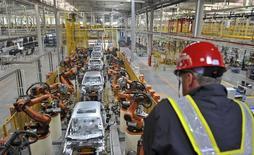 General Motors subit une pression grandissante pour indemniser les victimes d'une défaillance d'allumage qui a provoqué le rappel de 1,6 million de véhicules. Le défaut en question a provoqué des coupures de contact inopinées, parfois à haute vitesse, et empêché les airbags de se déployer lors d'accident. /Photo d'archives/REUTERS