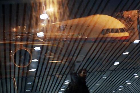 Retracing flight MH370