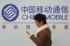 Sur l'ensemble de l'exercice 2013, le bénéfice net de China Mobile a reculé à 121,8 milliards de yuans, la première baisse enregistrée par l'opérateur en 14 ans. /Photo d'archives/REUTERS/Aly Song