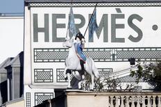 Hermès International publie des résultats annuels en hausse et fait état d'une nouvelle rentabilité record après avoir signé une des meilleures croissances du secteur du luxe. Le sellier a vu son résultat opérationnel progresser de 8,9% à 1,22  milliard d'euros et sa marge augmenter de 0,3 point à 32,4%. /Photo prise le 20 mars 2014/REUTERS/Charles Platiau