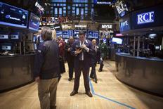 La Bourse de New York a ouvert en légère hausse lundi, un indicateur décevant sur l'activité manufacturière en Chine ayant ravivé l'espoir de voir Pékin prendre de nouvelles mesures de relance économique.  Après quelques minutes d'échanges, le Dow Jones gagnait 0,43%, le Standard & Poor's 500 progressait de 0,26% et le Nasdaq Composite était pratiquement inchangé. /Photo prise le 18 mars 2014/REUTERS/Carlo Allegri