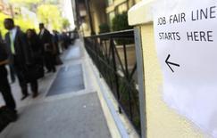 Salon de l'emploi à New York. Les créations de postes dans le secteur privé aux Etats-Unis ont augmenté au mois de mars, au nombre de 191.000 contre 178.000 en février, selon les statistiques publiés mercredi par le cabinet spécialisé ADP. /Photo d'archives/REUTERS/Shannon Stapleton